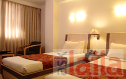 Wyt restro pub in hotel komfort terraces m g road for 13th floor bangalore phone number