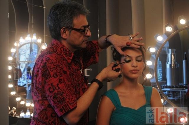 Lakme beauty salon in bandra west mumbai for Salons in mumbai